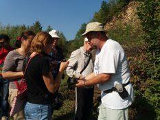 Учасники наукових читань на геологічній екскурсії у кар'єрі с. Кленовець